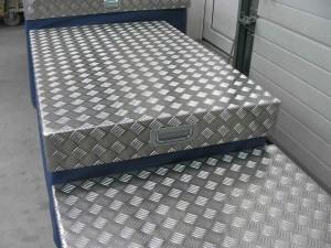 Kuormalavojen alumiiset lavakannet.
